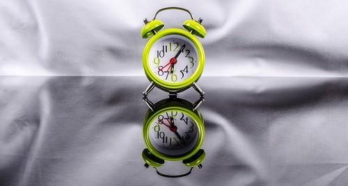 【朝起きれない人に贈る!】目覚まし時計のえげつない使い方