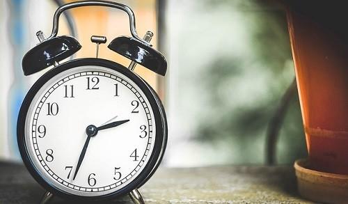 【朝起きれない原因はこれか】早起きで悪化する「眠れない病気」
