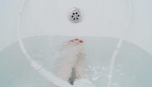 追い焚きした風呂が汚れて臭い時は酸素系漂白剤で3時間除菌