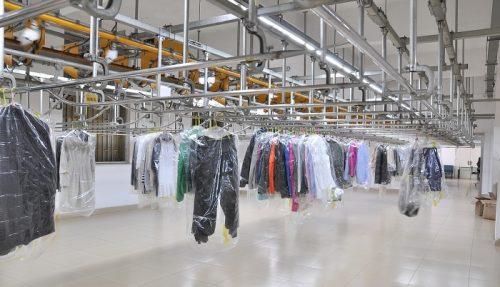 服のカビ取りは1個513円!クリーニング店のカビ取り料金